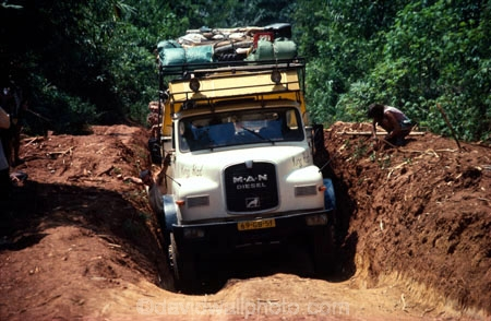overland-truck;truck;vehicle;travel;travelling;transport;transportation;diesel;diesel-truck;carry;passenger;passengers;track;tracks;road;roads;dirt-road;dirt-track;front;dip;ditch;pothole;route;zaire;congo;democratic-republic-of-congo
