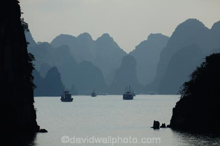 Asia;Ha-Long-Bay;Halong-Bay;karst-landscape;limestone-karsts;monochromatic;monochrome;North-Vietnam;Northern-Vietnam;Qung-Ninh-Province;Quang-Ninh-Province;South-East-Asia;Southeast-Asia;tourism;UN-world-heritage-area;UN-world-heritage-site;UNESCO-World-Heritage-area;UNESCO-World-Heritage-Site;united-nations-world-heritage-area;united-nations-world-heritage-site;Vnh-H-Long;Vietnam;Vietnamese;world-heritage;world-heritage-area;world-heritage-areas;World-Heritage-Park;World-Heritage-site;World-Heritage-Sites