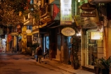 alley;alleys;alleyway;alleyways;Asia;Asian;back-street;back-streets;backstreet;backstreets;dark;dusk;evening;Hanoi;lane;lanes;laneway;laneways;light;lighting;lights;night;night-time;night_time;Old-Quarter;people;person;South-East-Asia;Southeast-Asia;street;street-scene;street-scenes;streets;twilight;Vietnam;Vietnamese