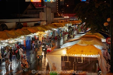 Asia;Asian;Bn-Thành-Market;Ben-Thanh-Market;Ben-Thanh-Night-Market;cities;city;commerce;commercial;dark;District-1;District-One;downtown;dusk;evening;H.C.M.-City;H-Chí-Minh;HCM;HCM-City;Ho-Chi-Minh;Ho-Chi-Minh-City;light;lighting;lights;market;market-place;market-stall;market-stalls;market_place;marketplace;marketplaces;markets;night;night-market;night-markets;night-time;night_time;people;person;retail;retailer;retailers;Saigon;shop;shopping;shops;South-East-Asia;Southeast-Asia;stall;stalls;street;street-scene;street-scenes;streets;twilight;Vietnam;Vietnamese