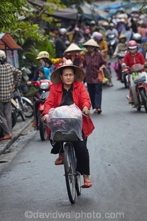 Asia;Asian;Asian-conical-hat;Asian-conical-hats;bicycle;bicycles;bike;bikes;Central-Sea-region;conical-hat;conical-hats;crowd;crowds;cycle;cycles;Hi-An;Hoi-An;Hoi-An-Old-Town;Hoian;Indochina;leaf-hat;leaf-hats;market;markets;non-la;nón-lá;old-town;palm_leaf-conical-hat;people;person;push-bike;push-bikes;push_bike;push_bikes;pushbike;pushbikes;South-East-Asia;Southeast-Asia;street;street-scene;street-scenes;streets;UN-world-heritage-area;UN-world-heritage-site;UNESCO-World-Heritage-area;UNESCO-World-Heritage-Site;united-nations-world-heritage-area;united-nations-world-heritage-site;Vietnam;Vietnamese;Vietnamese-conical-hat;Vietnamese-conical-hats;Vietnamese-hat;Vietnamese-hats;Vietnamese-symbol;world-heritage;world-heritage-area;world-heritage-areas;World-Heritage-Park;World-Heritage-site;World-Heritage-Sites