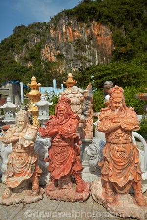 Asia;Asian;carving;carvings;Central-Sea-region;commerce;commercial;craft-market;craft-markets;Curio-and-Handcraft-Market;Curio-and-Handicraft-Market;Curio-Market;curio-markets;Da-Nang;Danang;handcraft;Handcraft-Market;Handcraft-Markets;handcrafts;handicraft;Handicraft-Market;Handicraft-Markets;handicrafts;Indochina;marble-carvings;Marble-Mountain;Marble-Mountains;marble-sculpture;market;market-place;market_place;marketplace;markets;Mt.-Thuy;Ngu-Hanh-Son;Ngu-Hành-Son-District;retail;retailer;retailers;sculpture;sculptures;shop;shopping;shops;South-East-Asia;Southeast-Asia;souvenir;Souvenir-Market;souvenir-markets;souvenirs;stalls;stone-carving;stone-carvings;stone-sculpture;Thuy-Son;tourism;tourist-market;tourist-markets;tourist-shop;Vietnam;Vietnamese