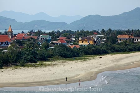 beach;beaches;Lang-Co;Lang-Co-Beach;North-Central-Coast;people;person;Tha-Thiên_Hu-Province;Thua-Thien_Hue-Province;Vietnam;Vietnamese;Asia