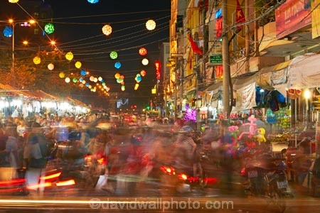Asia;Asian;blur;blurred;blurry;Cn-Tho;Can-Tho;Can-Tho-City;car;car-lights;cars;commerce;commercial;crowd;crowded;crowds;dark;dusk;evening;lantern;lanterns;light;light-trails;lighting;lights;long-exposure;market;markets;Mekong-Delta;Mekong-Delta-Region;movement;night;night-market;night-markets;night-time;night_time;Ninh-Kieu-Night-Market;people;person;retail;retail-store;retailer;retailers;shop;shops;South-East-Asia;Southeast-Asia;store;stores;street;street-scene;street-scenes;streets;tail-light;tail-lights;tail_light;tail_lights;time-exposure;time-exposures;time_exposure;traffic;twilight;Vietnam;Vietnamese
