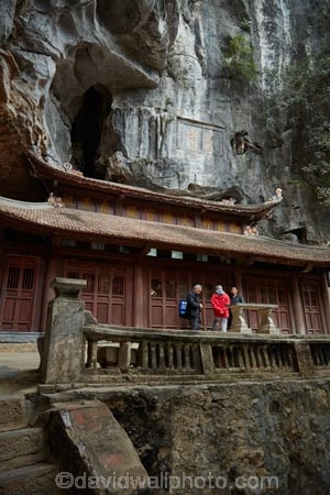 Asia;Bich-Dong-Pagoda;cave;caves;Chua-Bich-Dong;Jade-Cavern;limestone-cave;limestone-caves;Ninh-Binh;Ninh-Bình-province;Northern-Vietnam;pagoda;pagodas;people;person;South-East-Asia;Southeast-Asia;Tam-Coc;temple;temples;tourist;tourists;Trang-An-Lanscape-Complex;Trang-An-World-Heritage-Site;UN-world-heritage-area;UN-world-heritage-site;UNESCO-World-Heritage-area;UNESCO-World-Heritage-Site;united-nations-world-heritage-area;united-nations-world-heritage-site;Vietnam;Vietnamese;world-heritage;world-heritage-area;world-heritage-areas;World-Heritage-Park;World-Heritage-site;World-Heritage-Sites