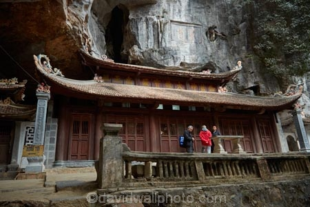 Asia;Bich-Dong-Pagoda;cave;caves;Chua-Bich-Dong;Jade-Cavern;limestone-cave;limestone-caves;Ninh-Binh;Ninh-Bình-province;Northern-Vietnam;pagoda;pagodas;people;person;Red-River-Delta;South-East-Asia;Southeast-Asia;Tam-Coc;temple;temples;tourist;tourists;Trang-An-Lanscape-Complex;Trang-An-World-Heritage-Site;UN-world-heritage-area;UN-world-heritage-site;UNESCO-World-Heritage-area;UNESCO-World-Heritage-Site;united-nations-world-heritage-area;united-nations-world-heritage-site;Vietnam;Vietnamese;world-heritage;world-heritage-area;world-heritage-areas;World-Heritage-Park;World-Heritage-site;World-Heritage-Sites