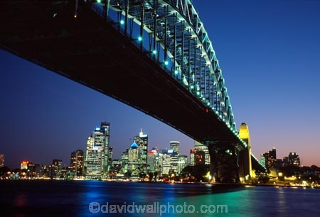 Sydney;Harbour;harbours;harbor;harbors;Bridge;Night;Australia;bridges;light;lights;dusk;twilight;office;offices;Sydney-Harbour-Bridge