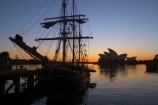 Australia;Dawn;harbor;harbors;harbours;historic;historical;House;icon;landmark;landmarks;mast;masts;Opera;orange;rigging;rope;ropes;Ship;silhouette;sunrise;Sydney;symbol;Tall