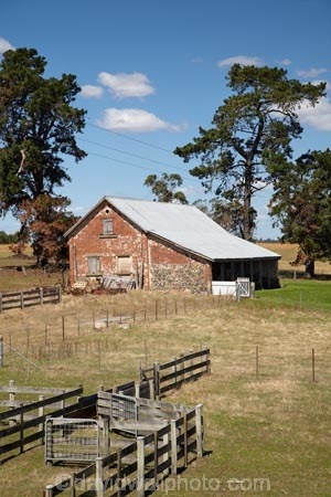 agricultural;agriculture;Australasian;Australia;Australian;building;buildings;Cental-Tasmania;circle;circular;country;countryside;farm;Farm-Building;Farm-Buildings;Farm-Shed;Farm-Sheds;farm-yard;farm-yards;farming;farmland;farms;fence;fences;field;fields;heritage;historic;historic-building;historic-buildings;historic-farm;historic-farm-building;historic-farm-buildings;historic-farms;historic-place;historic-places;historic-site;historic-sites;historical;historical-building;historical-buildings;historical-place;historical-places;historical-site;historical-sites;history;Island-of-Tasmania;Longford;meadow;meadows;Midlands;old;paddock;paddocks;pasture;pastures;round;rural;Sheep-Shed;Sheep-Sheds;State-of-Tasmania;stock-yard;stock-yards;stockyard;stockyards;Tas;Tasmania;tradition;traditional;Woolmers-Estate;Woolmers-Farm;Woolmers-Historic-Estate;Woolmers-Historic-Farm;working-horse-stable