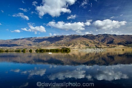 boat;boats;calm;Central-Otago;Clutha-Arm;fishing;lake;Lake-Dunstan;lakes;mountain;mountain-range;mountains;N.Z.;New-Zealand;NZ;Otago;Pisa-Mountain;Pisa-Range;placid;pleasure-boat;pleasure-boats;power-boat;power-boats;quiet;range;ranges;reflected;reflection;reflections;S.I.;serene;SI;smooth;South-Is;South-Is.;South-Island;Sth-Is;still;tranquil;water
