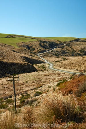 countryside;dusty;gravel-road;gravel-roads;Lake-Mahinerangi;lawrence;metal-road;metal-roads;metalled-road;metalled-roads;N.Z.;New-Zealand;NZ;Otago;road;roads;rural;S.I.;SI;South-Is;South-Island;Sth-Is;tussock;Tussocks;unpaved-road;unpaved-roads