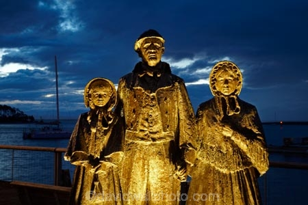 Anthony-Stones;art;art-work;art-works;bronze;bronze-statue;bronze-statues;dusk;Early-Settlers-Memorial;evening;Nelson;Nelson-City;Nelson-District;Nelson-Region;New-Zealand;night;night_time;nightfall;NZ;public-art;public-art-work;public-art-works;public-sculpture;public-sculptures;S.I.;sculpture;sculptures;South-Is;South-Island;statue;statues;Sth-Is;sunset;sunsets;Tony-Stones;twilight;Wakefield-Quay