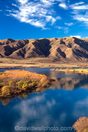 autumn;autumnal;fall;gold;golden;hydro-lake;hydro_electric;lakes;ranges;scenary;scenery;scenic;tree;trees;water;willow;willows