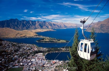 skyline;tourist;tourism;view;views;gondola;gondolas;mountain;mountains;lakes;lake;cable-car;cable-cars;icon;tourists;holiday;holidays;vacation;vacations;aerial-cableway;cableway;cableways;queenstown;lake-wakatipu;wakatipu;the-remarkables;remarkables;new-zealand;high;vista;scene;vistas;scenes