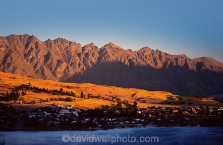 southern-alps;alpine;mountain;mountains;Queenstown;south-island;new-zealand;the-remarkables;remarkables;rugged;weather;sky;effect;lighting;unusual;last-light;sunlight;ray;twilight;afternoon;lake;lakes;lake-wakatipu;wakatipu;colour;color;golden;warm