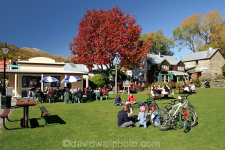 al-fresco;alfresco;Arrowtown;autumn;buckingham-street;cafe;cafes;central-otago;eat;eating;fall;footpath;footpaths;Historic;historical;New-Zealand;otago;people;picnic;picnics;Queenstown;road;roads;season;seasonal;seasons;shop;shops;sidewalk;sidewalks;South-Island;street;streets;sun-sunny;tourism;Village-Green;village-greens