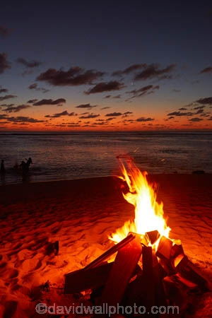 bar;bars;beach;beach-bar;beach-bars;beaches;bonfire;bonfires;Cook-Is;Cook-Islands;dark;dusk;evening;fire;fires;flame;flames;night;night-time;night_time;nightfall;ocean;oceans;Pacific;Pacific-Ocean;Rarotonga;South-Pacific;sunset;sunsets;tropical;tropical-beach;tropical-island;tropical-islands;twilight