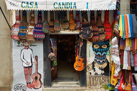 artisan-shops;Bolivia;capital;Capital-of-Bolivia;Casa-Candia;Chuqi-Yapu;commerce;commercial;craft-market;craft-markets;Curio-and-Handcraft-Market;Curio-and-Handicraft-Market;curio-market;Curio-Markets;El-Mercardo-de-las-Brujas;guitar-case;guitar-cases;handcraft;Handcraft-Market;Handcraft-Markets;handcrafts;handicraft;Handicraft-Market;Handicraft-Markets;handicrafts;La-Hechiceria;La-Paz;Latin-America;market;market-place;market-stall;market-stalls;market_place;marketplace;marketplaces;markets;Melchor-Jimenez;Mercardo-de-las-Brujas;music-instruments;music-shop;music-shops;Nuestra-Señora-de-La-Paz;retail;retailer;retailers;shop;shopping;shops;South-America;souvenir;souvenir-market;Souvenir-Markets;souvenirs;stall;stalls;steet-scene;Sth-America;street-scenes;The-Americas;The-Witches-Market;tourist-market;tourist-markets;Witches-Market;Witches-Market