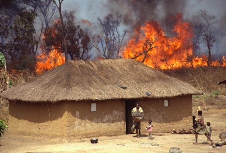 africa;african;africans;banana-palm;build;bush;bush-fire;bush_fire;bushes;bushfire;C.A.R.;CAR;central-african-republic;child;children;construction;cultural;culture;cultures;danger;dangerous;disaster;dwelling;emergency;escape;female;fire;fires;flame;flames;flee;heat;home;homes;house;houses;housing;hut;huts;jungle;mother;mud;mud-hut;mud_hut;new;orange;poor;poverty;residence;thatch;thatch-roof;thatched;third-world;tradition;traditional;tradtitions;tree;trees;woman;women;yard