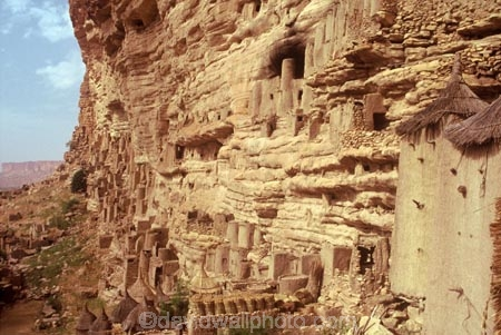 dogons;cliff;cliffs;bluff;bluffs;dweller;dwellers;tomb;tombs;grave;graves;sahel;escarpments;tradition;traditional;traditions;culture;cultures;cultural;people;peoples;straw-roof;grass-rooves;tribal;tribe;african;villages