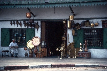 africa;african;africans;ethnic;male;people;person;persons;tradition;traditional;costume;costumes;traditions-costume;traditional-costumes;culture;cultural;cultures;north-africa;islam;islamic;muslim;moroccan;shop;shops;stall;stalls;metalwork;metal;silver;brass;copper;bronze;handmade;hand_made;hand-made;plate;plates;craft;craftwork;artisan