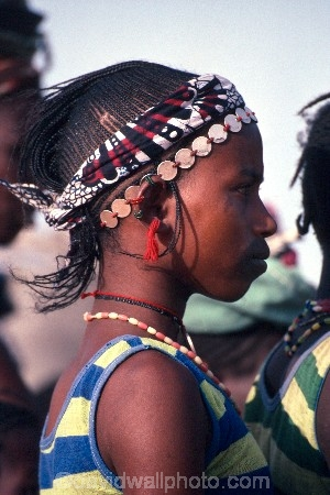 africa;african;africans;black;ethnic;people;person;persons;jewellery;portrait;portraits;tradition;traditional;costume;costumes;traditions-costume;traditional-costumes;culture;cultural;cultures;tribe;tribes;tribal;west-africa;indigenous;native;adorn;adornment;hat;hats;islam;islamic;muslim;girl;female;cloth;sahel;mali;malian;jewellery-;jewelery;jewelry;peul;fulani;bandiagara;coin;coins;facial-tattoo;tattoo;decoration;face;marking;girl;girls