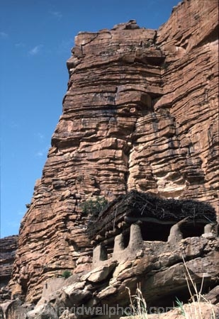 dogon;dogons;cliff;cliffs;bluff;bluffs;dweller;dwellers;tomb;tombs;grave;graves;sahel;escarpments;tradition;traditional;traditions;culture;cultures;cultural;people;peoples;thatch;thatched;roof;rooves;mud-hut;granery;graneries;granery;granaries;straw-roof;grass-rooves;tribal;tribe;african;villages;tellem;mali-;malian;africa;african;sahel;bandiagara;escarpment;irelli;ireli;west-africa;architecture;architectural;togu-na;toguna;mens-meeting-place;carved;carving