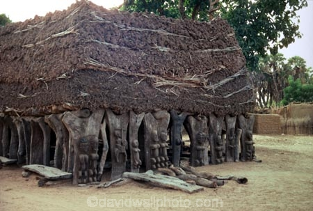 dogon;dogons;sahel;tradition;traditional;traditions;culture;cultures;cultural;thatch;thatched;roof;rooves;hut;straw-roof;grass-rooves;tribal;tribe;african;villages;tellem;mali-;malian;africa;african;sahel;bandiagara;escarpment;irelli;ireli;west-africa;architecture;architectural;togu-na;toguna;mens-meeting-place;carved;carving