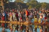 Asia;Cambodia;crowd;Indochina-Peninsula;Kampuchea;Kingdom-of-Cambodia;people;person;photographer;photographers;photographing;photography;Siem-Reap;Siem-Reap-Province;Southeast-Asia;tourism;tourist;tourists