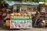 Asia;Cambodia;commerce;commercial;drink-stall;drink-stalls;fresh-juice;fruit;Fruit-juice;Fruit-juice-stall;Fruit-juice-stalls;Fruit-juices;Indochina-Peninsula;juice-stall;juice-stalls;Kampuchea;Kingdom-of-Cambodia;market;market-place;market-stall;market-stalls;market_place;marketplace;marketplaces;markets;people;person;retail;retailer;retailers;shop;shopping;shops;Siem-Reap;Siem-Reap-Province;Southeast-Asia;stall;stalls;steet-scene;street-scenes