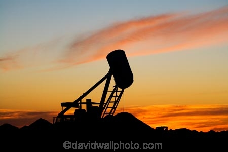 Australasian;Australia;Australian;Australian-Outback;blower;blowers;Coober-Pedy;dusk;evening;machine;machinery;machines;mine;mines;mining;mining-machinery;nightfall;opal-mine;opal-mines;opal-mining;orange;Outback;red-centre;S.A.;SA;sky;South-Australia;sunset;sunsets;twilight