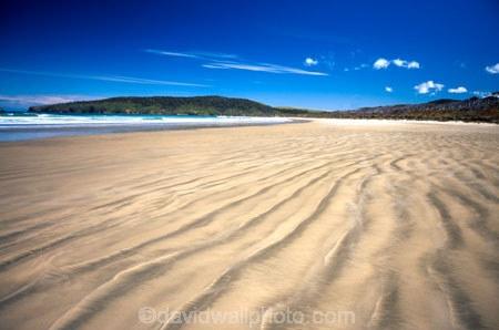 bays;beach;beaches;Cannibal-Bay;Catlins;coast;coastal;coastline;headland;n.z.;New-Zealand;nz;ocean;promontory;sand;sea;shore;shoreline;South-Island;Southern-Scenic-Route;wave;waves