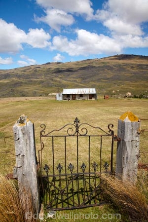 abandoned;backcountry-hut;backcountry-huts;building;buildings;cabin;cabins;Central-Otago;cobb;cobb-cottage;cottage;cottages;farm;farming;forgotten;forsaken;gate;gatepost;gateposts;gates;gateway;gateways;goldminers;goldmining;goldrush;heritage;historic;historic-building;historic-buildings;historical;historical-building;historical-buildings;history;homesteads;hut;huts;mine;miners;miners-cottage;mining;musterers-hut;N.Z.;neglect;neglected;Nevis-Valley;New-Zealand;NZ;old;Otago;overgrown;ruin;rush;S.I.;SI;South-Is.;South-Island;tradition;traditional