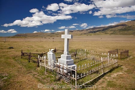 alone;burial-ground;burial-grounds;burial-site;burial-sites;cemeteries;cemetery;Central-Otago;cross;fence;fenced;gold-fields;gold-rush;goldfields;goldrush;grave;grave-stone;grave-stones;grave_stone;grave_stones;graves;gravesite;gravesites;gravestone;gravestones;graveyard;graveyards;ironwork;isolated;memorial;N.Z.;Nevis-Valley;New-Zealand;NZ;Otago;remember;rememberance;S.I.;SI;South-Is.;South-Island;tomb;tombs;tombstone;tombstones;tomestones;white;wrought-iron