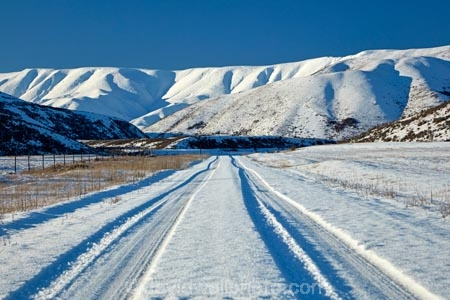 Aotearoa;Central-Otago;cold;Coldness;danger;dangerous;extreme-weather;freeze;freezing;gravel-road;gravel-roads;icy-road;icy-roads;Maniototo;metal-road;metal-roads;metalled-road;metalled-roads;N.Z.;New-Zealand;NZ;Otago;road;roads;S.I.;Scenic;Scenics;Season;Seasons;SI;slippery-road;slippery-roads;snow;snowy;snowy-road;snowy-roads;South-Is;South-Island;Sth-Is;unpaved-road;unpaved-roads;weather;white;winter;winter-driving;winter-driving-conditions;winter-road;winter-road-conditions;winter-roads;Wintertime;wintery;wintry