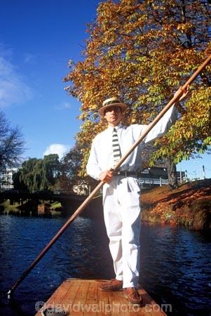 boat;boats;gondola;gondolier;poler;punt;punting;rivers;stream;streams;tourism;tourist;tourists
