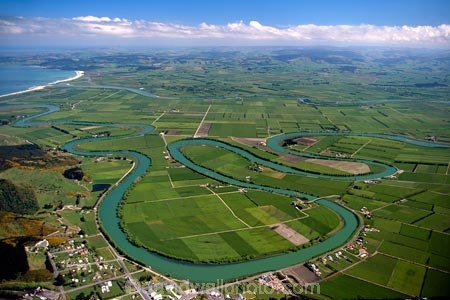 hydro_electric;power;electricity;dam;dammed;generation;winding;rural;farmland;pasture;pastures;fields;field;agriculture;fertile;paddocks;paddock;farmland;pastureland;arable;meadows;colour;color;green;Southern-Scenic-Route;New-Zealand;s;aerials;rivers;bend;bends