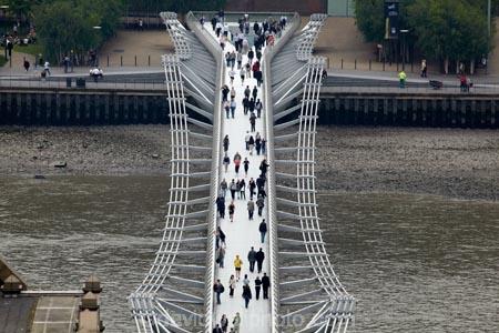 3967;Bankside;bridge;bridges;britain;City-of-London;england;Europe;foot-bridge;foot-bridges;footbridge;footbridges;G.B.;GB;great-britain;kingdom;london;London-Millennium-Footbridge;Millennium-Bridge;pedestrian-bridge;pedestrian-bridges;pedestrian-steel-suspension-bridge-River-Thames;river;River-Thames;rivers;Southbank;suspension-bridge;suspension-bridges;Thames-River;The-City-of-London;U.K.;uk;united;United-Kingdom